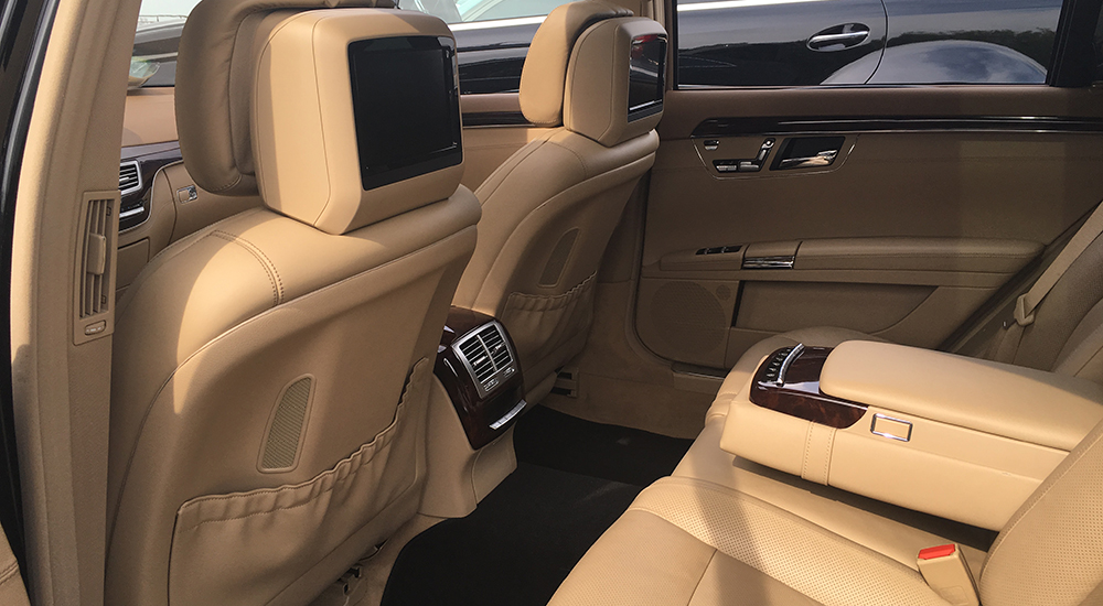 Mercedes-Benz S500Long (w221) in rent from the company «VIAMO rent auto»