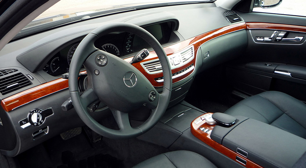 Mercedes-Benz (w221) for rent from the company «VIAMO rent auto»